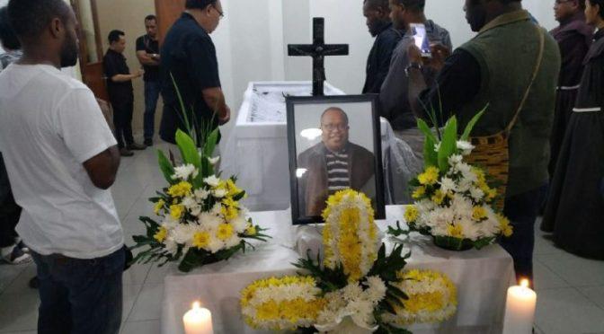 Jenazah Dr Neles Kebadabi Tebay, Pr saat disemayamkan di rumah duka RS Santo Carolus Jakarta